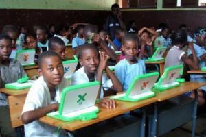 2303-36826-kenya-la-distribution-gratuite-des-premiers-ordinateurs-aux-ecoles-primaires-debute-dans-deux-semaines_L